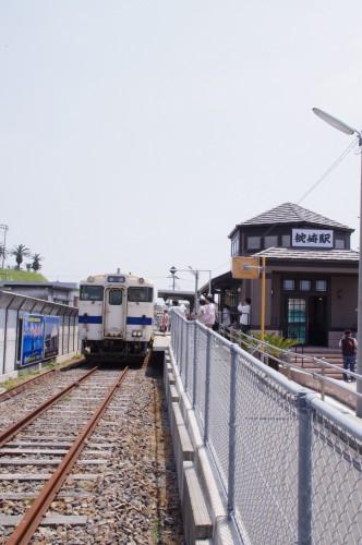 電車と新駅舎 その2