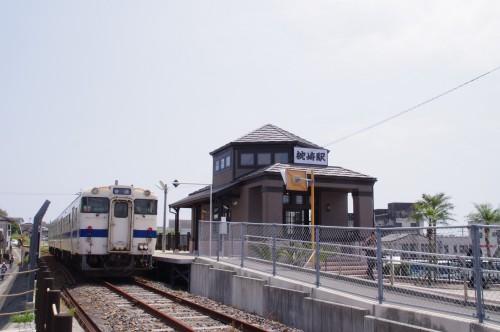 電車と新駅舎 その1