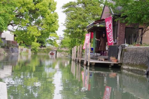 水上のお店です。