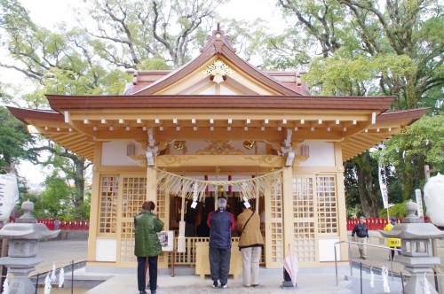 一之宮神社の本殿 めちゃめちゃきれいになってる。